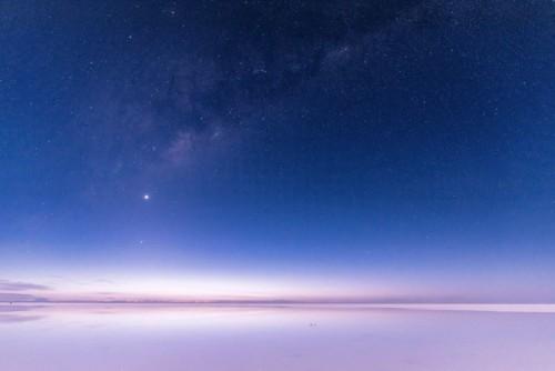 ウユニ塩湖と星空